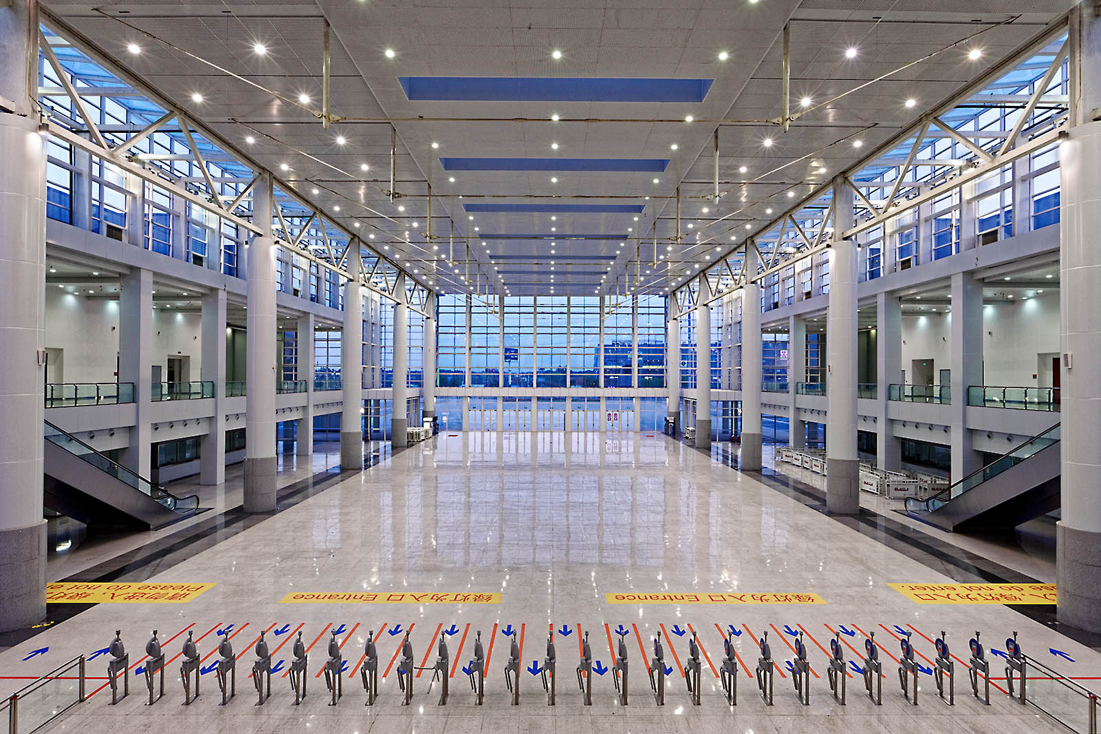 Interior, exterior, and aerial drone architectural photography of large scale projects by Paul Dingman, architectural photographer based in China and Asia. Paul Dingman photographs mixed-use projects, convention centers, and transporation facilities for architects, in China, Asia, and the Middle East.