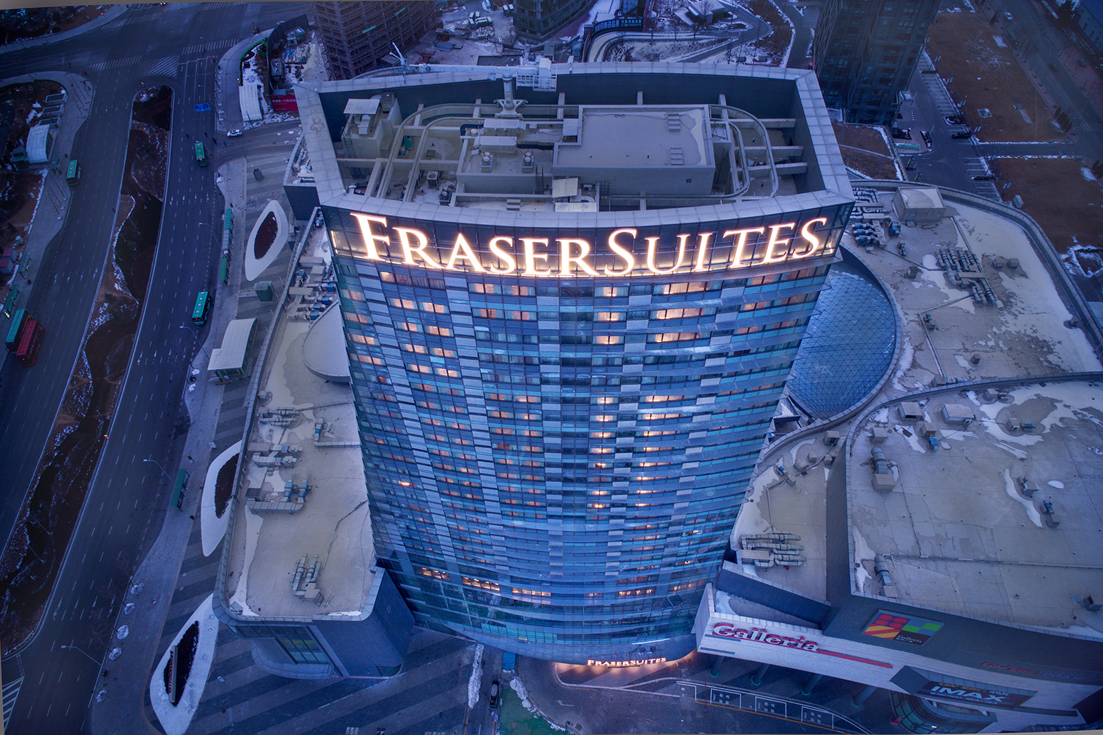 Interior, exterior, and aerial drone architectural photography of the Fraser Suites in Dalian, China. Paul Dingman is an architectural photographer based in Asia and China and specializing in the photography of hotels and resorts.