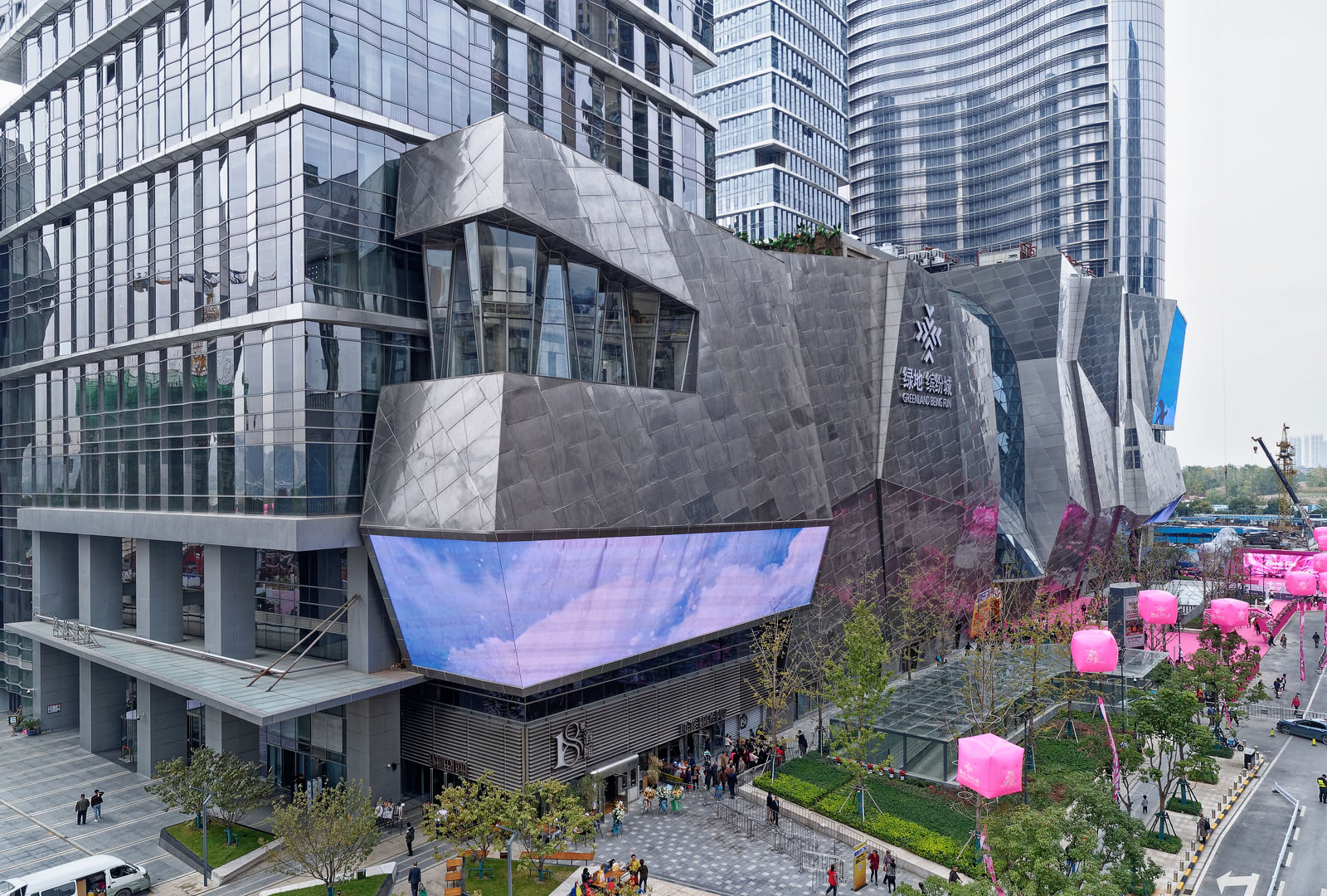 Architectural Photography of the architectural design of retail malls in China and Asia including, exteriors, interiors, and aerial drone photography. Paul Dingman designs photographs for architects.